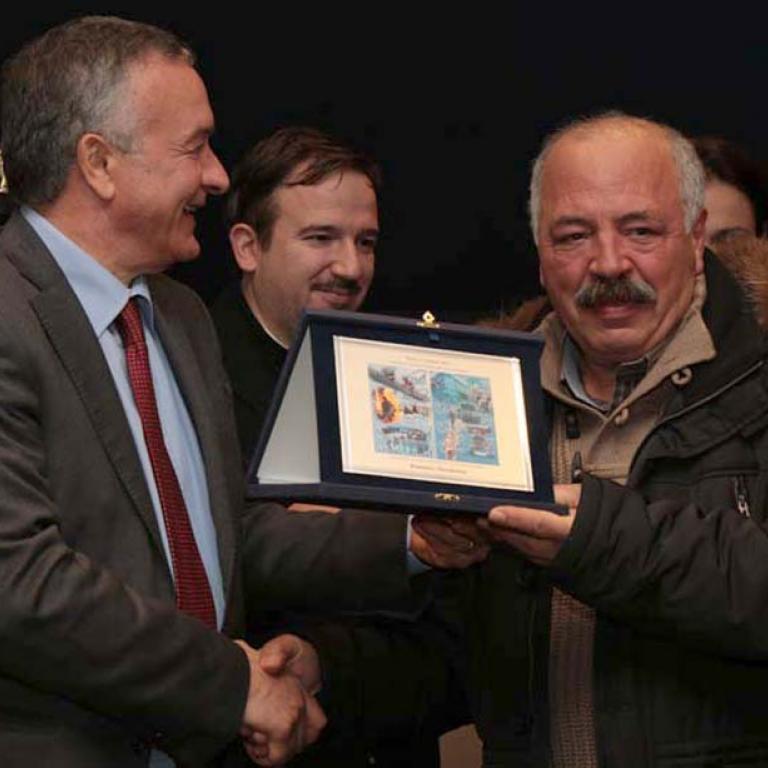 Domenico Marchionne premiato poichè da anni organizza, con eccezionale impegno, riscuotendo vivo successo, numerose attività culturali, sociali e di volontariato a Latina ove riveste la carica di responsabile della locale sezione